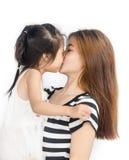 Niña asiática feliz con su madre Fotografía de archivo libre de regalías