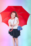 Niña bonita con el paraguas. Fotografía de archivo libre de regalías