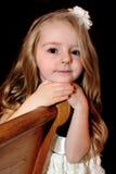 Niña bonita con el pelo largo foto de archivo