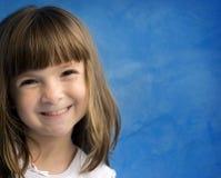 Niña bonita con sonrisa encantadora foto de archivo