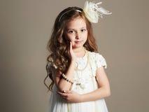 Niña bonita en vestido de la princesa Hermoso Fotografía de archivo libre de regalías