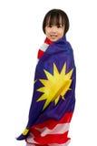 Niña china asiática con la bandera de Malasia Imagenes de archivo