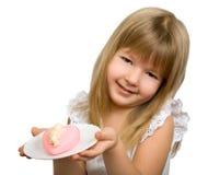 Niña con el corazón rosado. Fotografía de archivo libre de regalías