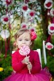 Niña con el lollipop Fotografía de archivo libre de regalías