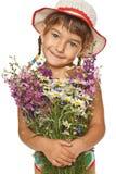 Niña con el manojo de flores salvajes Imágenes de archivo libres de regalías