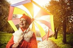 Niña con el paraguas colorido Fotografía de archivo libre de regalías