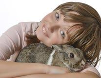 Niña con el pequeño conejo Fotos de archivo libres de regalías