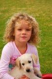 Niña con el perrito Fotografía de archivo libre de regalías