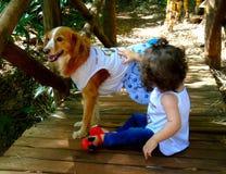Niña con el perro Fotografía de archivo