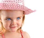 Niña con el primer rosado del sombrero en blanco fotografía de archivo