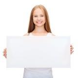 Niña con el tablero blanco en blanco Fotografía de archivo libre de regalías