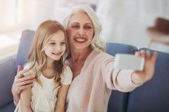 Niña con la abuela Fotografía de archivo