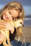 Niña con la chihuahua Imagen de archivo libre de regalías