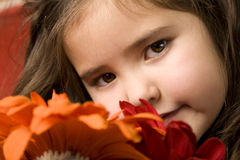 Niña con las flores Imagen de archivo