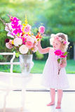Niña con las flores Imagenes de archivo