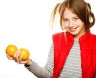 Niña con las naranjas y el jugo Fotografía de archivo libre de regalías