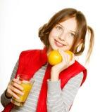 Niña con las naranjas y el jugo Imagen de archivo