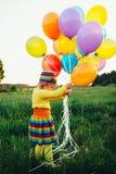 Niña con los globos coloridos Fotografía de archivo libre de regalías