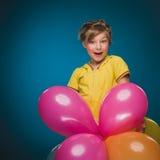 Niña con los globos Cumpleaños holiday Partido Fotos de archivo libres de regalías
