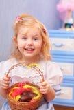 Niña con los huevos de chocolate Imágenes de archivo libres de regalías