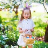 Niña con los huevos de Pascua Imagen de archivo libre de regalías