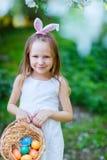 Niña con los huevos de Pascua Imágenes de archivo libres de regalías