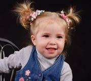 Niña con los ponytails foto de archivo
