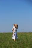 Niña con su madre Imágenes de archivo libres de regalías