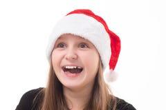 Niña con un regalo en un sombrero de Papá Noel Fotografía de archivo libre de regalías