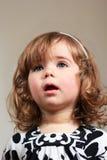 Niña con una cara sorprendida Imagen de archivo libre de regalías