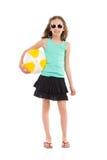 Niña con una pelota de playa Imagen de archivo libre de regalías