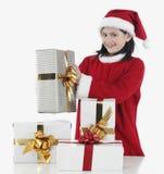 Niña de Navidad con los presentes Fotos de archivo