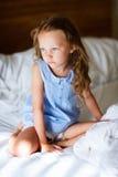 Niña dulce en pijama azul claro Imagen de archivo