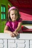 Niña en casa del patio Fotografía de archivo libre de regalías