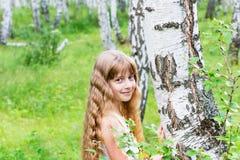 Niña en el bosque Imagenes de archivo