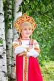 Niña en el nacional ruso sundress Imagen de archivo