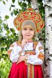 Niña en el nacional ruso sundress Fotografía de archivo