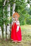 Niña en el nacional ruso sundress Foto de archivo