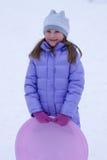 Niña en invierno imagenes de archivo