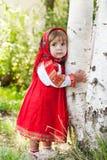 Niña en la alineada tradicional rusa imagen de archivo