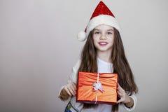 Niña en la Navidad aislada en blanco Imagen de archivo libre de regalías