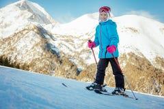 Niña en Ski Slope Imágenes de archivo libres de regalías