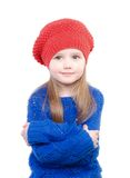 Niña en sonrisas rojas de un casquillo Fotografía de archivo
