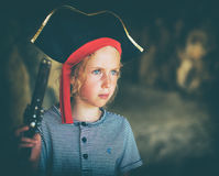 Niña en traje del pirata Imagen de archivo libre de regalías