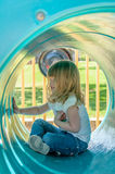 Niña en tubo del juego Foto de archivo