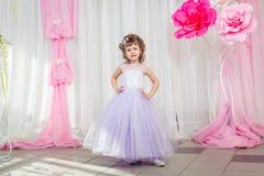 Niña en un vestido hermoso Fotos de archivo