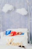 Niña en una decoración del ` s del Año Nuevo, bebé y la Navidad 1 Imagen de archivo