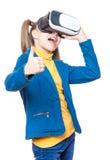 Niña en vidrios de VR Imagen de archivo libre de regalías