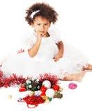 Niña encantadora que juega con los juguetes de la Navidad Imagen de archivo libre de regalías