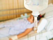 Niña enferma en hospital Imágenes de archivo libres de regalías